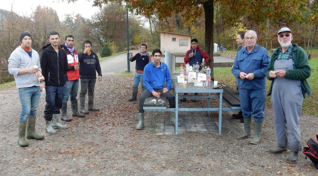 Die Grendelbachgruppe unterstützt von Asylbewerbern.
